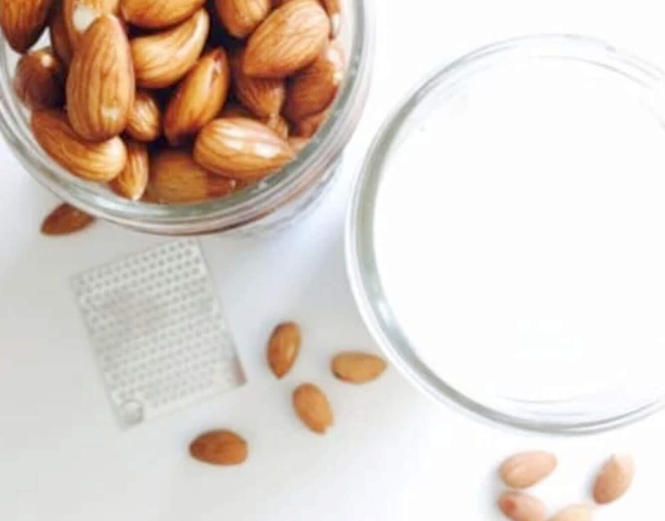 Nut milk with almonds