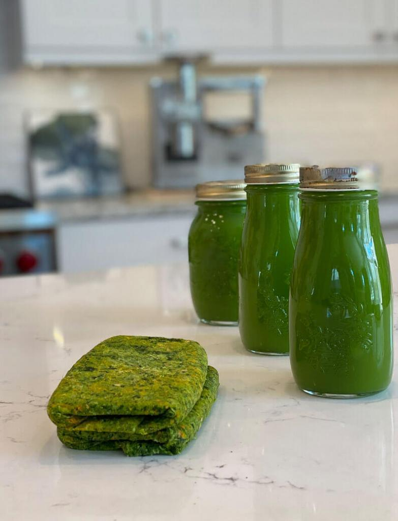Green cold-pressed juice
